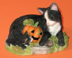 L@@K ENESCO CAT WITH KITTEN FIGURE