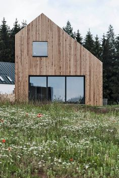 atelier POVĚTROŇ - Family houseatelier POVĚTROŇ - Family house WHAT IS ROOF CLADDING? Rooftop cladding includes the use of a waterproof layer which is basically introduced to antici. Scandinavian Architecture, Wood Architecture, Minimalist Architecture, Residential Architecture, Roof Cladding, House Cladding, Modern Barn House, House Roof, Bungalows