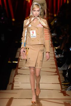 http://www.vogue.com/fashion-shows/fall-2017-ready-to-wear/moschino/slideshow/collection