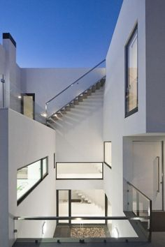 Love how this house flows around the (sunken) central courtyard -- Casa DJ, House in Portugal by [i]da Arquitectos Beautiful Architecture, Contemporary Architecture, Architecture Details, Interior Architecture, Installation Architecture, Luxury Interior, Dj House, Architecture Du Japon, Residential Architecture