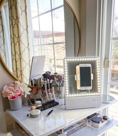 Small Makeup Vanities, Antique Makeup Vanities, Vanity Makeup Rooms, Makeup Vanity Storage, Vanity Decor, Vanity Ideas, Bathroom Vanities, Light Up Vanity, Vanity Lighting