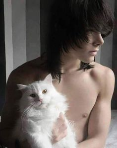 is there anything better than sexy, shirtless, emo boys and fluffy cats? Cute Emo Guys, Hot Emo Boys, Emo Love, Cute Teenage Boys, Cute Boys, Garçons Emo Canons, Beautiful Boys, Pretty Boys, Emo People