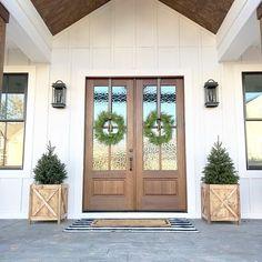 Dream House Exterior, Exterior House Colors, Exterior Design, Exterior Doors, Stained Front Door, Board And Batten Exterior, Pintura Exterior, Porte Cochere, Modern Farmhouse Exterior