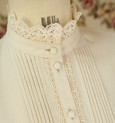 Super cute collar - I'd love to make a Version with lace as high collar piece!Stand-up Lace Blouse Collar with Lace Trim and Self-covered Buttons .Want it in yellow red or black Neck Designs For Suits, Dress Neck Designs, Designs For Dresses, Lolita Fashion, Hijab Fashion, Fashion Dresses, Mode Abaya, Mode Hijab, Kurta Designs