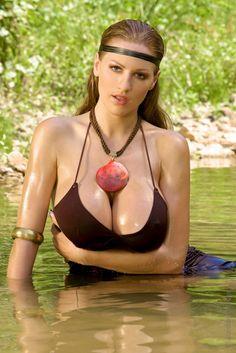 http://hiboobs.com/upload/2010/11/jordan-carver_mg_7576.jpg
