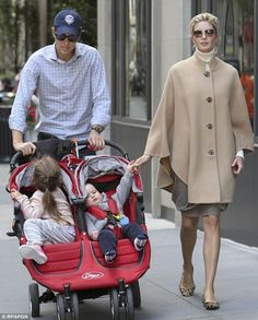 Ivanka Trump and husband Jared Kushner expecting third child Holiday Outfits, Winter Outfits, Donald Trump Daughter, Ivanka Trump Style, Ivana Trump, First Daughter, Celebrity Style, Winter Fashion, My Style