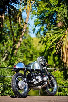 """Ace II"" BMW R100 Cafe Racer by KSS Custom Bmw, Custom Bikes, Bmw Cafe Racer, Cafe Racers, Bmw 100, Motorbike Design, Bmw Scrambler, Bmw Boxer, Bmw Motorcycles"