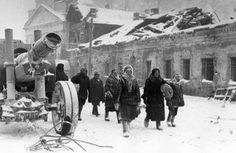 Muscovites fleeing the city, Winter 1941