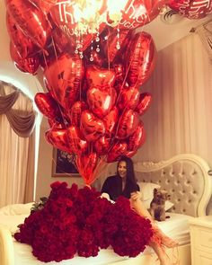 Ideas Flowers Gift Bouquet Valentines Red Roses For 2019 Romantic Surprise, Gift Bouquet, Romantic Room, Diy Gifts For Friends, Red Balloon, Valentines Day Decorations, Valentine Gifts, Diy Birthday, Red Roses