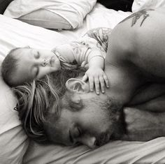 Nothing sweeter than a daddy/baby nap Cute Kids, Cute Babies, Foto Baby, Fathers Love, Jolie Photo, Baby Family, Baby Kind, Family Goals, Baby Daddy