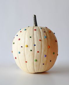 Who knew office supplies could make such a colorful Halloween pumpkin? A Subtle Revelry shows how to make a playful Halloween pumpkin by inserting colored pushpins around the exterior of a pumpkin to create a cheerful rainbow dot pattern. Diy Deco Halloween, Halloween Games, Holidays Halloween, Halloween Pumpkins, Halloween Crafts, Halloween Decorations, Pumpkin Decorations, Halloween Party, Happy Halloween