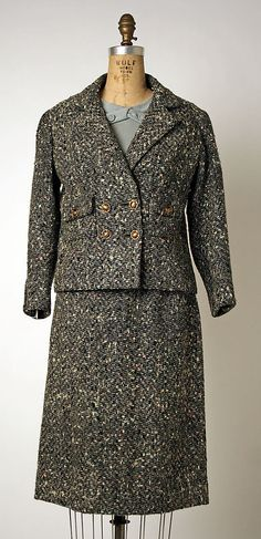"Suit House of Chanel (French, founded Designer: Gabrielle ""Coco"" Chanel (French, Saumur Paris) Date: Culture: French Medium: wool Accession Number: Coco Fashion, Only Fashion, Timeless Fashion, 1950s Fashion Women, Retro Fashion, Vintage Fashion, Coco Chanel Historia, Vintage Dresses, Vintage Outfits"