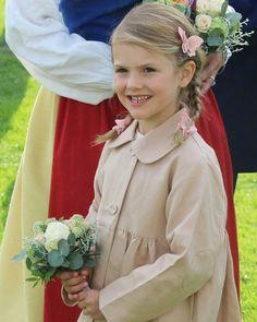 "45 gilla-markeringar, 2 kommentarer - H.K.H. Prinsessan Estelle (@princessestelleofsweden) på Instagram: ""Estelle at Victoriadagen concert 2017 She's such a lovely girl #PrincessEstelle…"""