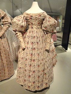 Woman's day dress, Massachusetts, United States, 1826-1834, cotton tabby - Patricia Harris Gallery of Textiles & Costume, Royal Ontario Museum