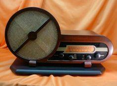 1949 Setchell Carlson. Amazing design! Vintage Wood, Vintage Antiques, Retro Vintage, Retro Appliances, Vintage Designs, Retro Design, Retro Radios, Old Time Radio, Antique Radio
