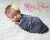 Cinta para la cabeza banda para la cabeza del recién nacido .. Baby .. Yellow Flower mal estado en una banda para la cabeza flaco .. Cintas para el pelo de la niña .. Foto Prop