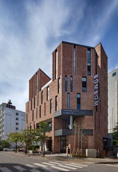 hotel facade Image 11 of 45 from gallery of BomBom Boutique Hotel / Architecture Studio YEIN. Photograph by Yoon, Joonhwan Exterior Siding, Exterior Remodel, Hotel Architecture, Architecture Design, Beste Hotels, Brick Facade, Building Facade, Facade Design, Brickwork