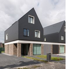 Image 11 of 16 from gallery of 6 Identical Differences / Architectuuratelier Photograph by Luc Roymans Minimalist Architecture, Amazing Architecture, Modern Architecture, Habitat Groupé, Mews House, Townhouse Designs, Suburban House, Modern Bungalow, Social Housing