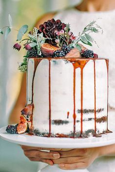 Small Rustic Wedding Cakes For Perfect Country Reception ❤️ See more: http://www.weddingforward.com/small-rustic-wedding-cakes/ #weddings