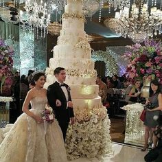 A Night in Wonderland — Cake goals Extreme Wedding Cakes, Huge Wedding Cakes, Extravagant Wedding Cakes, Luxury Wedding Cake, Elegant Wedding Cakes, Beautiful Wedding Cakes, Wedding Cake Designs, Beautiful Cakes, Dream Wedding