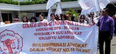 """Koordinator Wilayah PERADIN Jawa Timur menggelar """"Demo Damai"""" ke DPRD Prov. Jawa Timur untuk mendesak Rancangan Undang-Undang Advokat disetujui menjadi Undang-Undang pengganti Undang-Undang Advokat Nomor 18 Tahun 2003 pada Hari ini Senin 22 September 2014 Bergerak dari Tugu Pahlawan Kota Surabaya."""