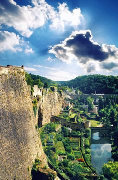 Ciudad de Luxemburgo, Luxemburgo. Tan hermosa, y justo en el centro de Europa. que sería tan fácil de visitar muchos lugares si alojado aquí