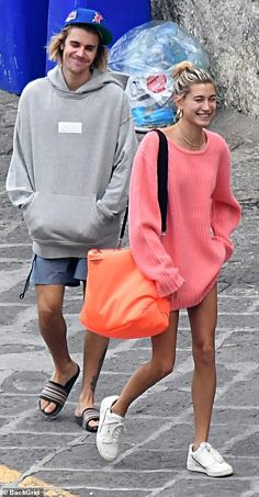Justin Bieber and Hailey Baldwin share a steamy kiss in Italy Fashion Couple, Fall Fashion Outfits, Casual Fall Outfits, Star Fashion, Summer Outfits, Stylish Outfits, Estilo Hailey Baldwin, Hailey Baldwin Style, Justin Hailey