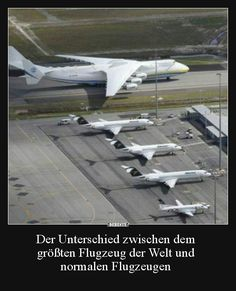 The difference between the largest aircraft in the world . Weird Inventions, Cool Pictures, Funny Pictures, Commercial Plane, Brain Teasers, Military Aircraft, The World's Greatest, Mind Blown, Picture Video