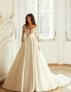 Εντυπωσιακο νυφικο σε αλφα γραμμη απο δαντελα κεντημενη και σατεν. Νυφικα αθηνα Couture Collection, Dress Collection, Maid Dress, Bridal Boutique, Beautiful Bride, Bridal Style, Bridal Dresses, Wedding Styles, Wedding Day