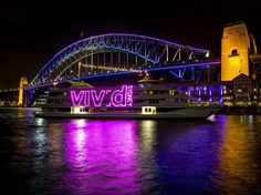 vivid-sydney-tung-duoc-to-the-guardian-cua-anh-danh-gia-la-1-trong-10-le-hoi-sang-tao-nhat