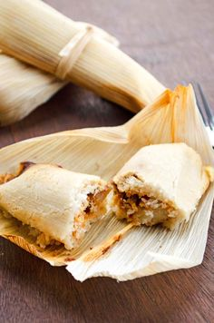 Vegan potato adobo tamales filled with a mixture of potatoes and peas tossed in a spicy adobo sauce. Vegan tamales for the whole family Whole Food Recipes, Cooking Recipes, Freezer Recipes, Freezer Cooking, Slow Cooking, Drink Recipes, Cooking Tips, Dinner Recipes, Vegan Vegetarian