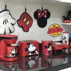 Qdo eu tiver minha casa! Qdo eu tiver minha casa! Mickey Bad, Mickey Mouse House, Mickey Mouse Kitchen, Mickey E Minie, Minnie Mouse, Disney Kitchen Decor, Disney Home Decor, Disney Dining, Disney Themed Rooms