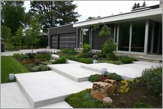 "Képtalálat a következőre: ""modern garden entrance"" Colorado Landscaping, Modern Landscaping, Front Yard Landscaping, Front Walkway, Driveway Design, Front Yard Design, Design Jobs, Garden Entrance, Modern Landscape Design"