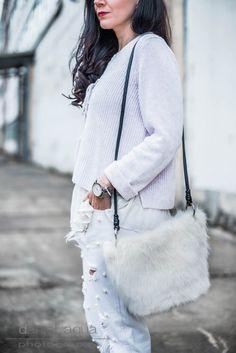 Outfit mit Repeat Cashmere Pulli & Perlenjeans DIY, Fake Fur Tasche von Zara   ootd, Outfit of the day, fashionblogger, fashion, styling   Julies Dresscode Fashion Blog   https://juliesdresscode.de