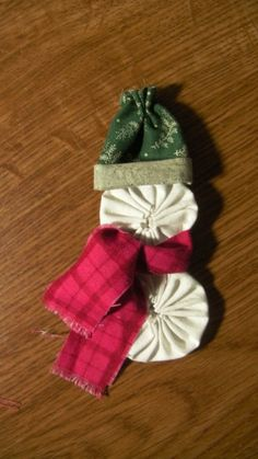 snowman-ornament-step-8-add-scarf