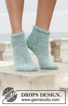 Socks & Slippers - Free knitting patterns and crochet patterns by DROPS Design Loom Knitting, Knitting Socks, Knitting Patterns Free, Knit Patterns, Free Knitting, Free Pattern, Knit Socks, Knitted Slippers, Crochet Slippers