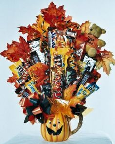 Image detail for -Halloween Candy Bouquet Jack-O-Lantern Mug Halloween Gift Baskets, Halloween Items, Halloween Design, Halloween Fun, Halloween Decorations, Candy Bar Bouquet, Lollipop Bouquet, Gift Bouquet, Chocolates