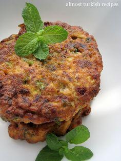 Almost Turkish Recipes: Zucchini Fritters (Mücver) También pueden hacerlos con otro tipo de queso, y cambiar el zuchini por zanahoria o la combinación de estos.