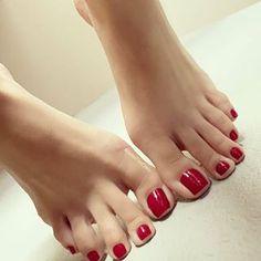 Pretty Toe Nails, Cute Toe Nails, Pretty Toes, Red Toenails, Long Toenails, Beautiful Nail Polish, Beautiful Toes, Nice Toes, Painted Toes