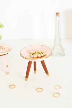 Why not make these diy miniature mid-century trinket dish to fulfil your fancy for mid-century goodness & pantone color of the year 2016