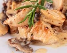 Escalopes de dinde aux champignons et à la crème fraîche (facile, rapide) - Une recette CuisineAZ