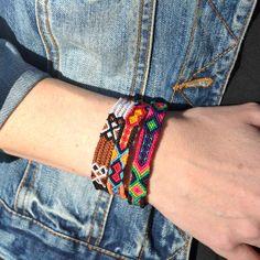 Bracelet Macramé Brésilien fin, fait main, handmade, provenant du Guatemala, modèle unique