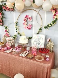 Floral baby shower Baby Shower Party Ideas - for kids ? Floral baby shower Baby Shower Party Ideas - for kids ? Boho Baby Shower, Baby Shower Floral, Fiesta Baby Shower, Baby Shower Flowers, Baby Shower Games, Baby Shower Wall Decor, Classy Baby Shower, Shower Party, Baby Shower Parties