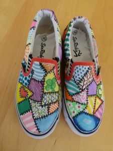 Quilting the town red: Quiltweek Paducah classes, more canvas decorated shoes.         Patchwork on Canvas.