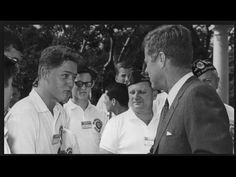 The moment 16-year-old Bill Clinton met President John F. Kennedy - July 24, 1963 - YouTube Abc Photo, John Fitzgerald, Iconic Photos, Rare Photos, Rare Images, John F Kennedy, Shake Hands, I Have A Dream, 16 Year Old
