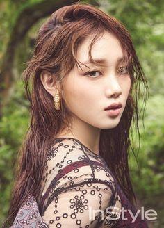 """En una entrevista con la revista de moda InStyle, la actriz y modelo Lee Sung Kyung habló sobre su próximo drama de MBC llamado """"Weightlifting Fairy Km Bok Joo"""" (título provisional). Ella dijo que está subiendo de peso para su personaje en el drama. """"Ya subí 4 kilos. Quería ser saludable y ejercitarme mientras añadía …"""