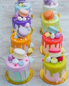 A feast of color with mini drip cakes to tantalize taste buds! Cake A feast of color with mini drip cakes to tantalize taste buds! Pretty Cakes, Beautiful Cakes, Amazing Cakes, Bolo Drip Cake, Drip Cakes, Couture Cakes, Cute Desserts, Small Cake, Fancy Cakes