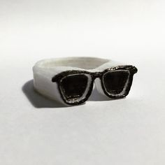 An awesome Pirntrbot pic! 3D printed Sunglasses ring; print inspired by Finn jewelry and #caseyneistat -- #printrbot #3dmodel #3dprint #3ddesign #3dmodels #3dprints #3dprinting #white #lowpoly #ring #rings #maker #make #art #digital #design #geometric #jewelery #designer #lines #sculpture #sunglasses #ring by robot_overlord_ Check us out http://bit.ly/1KyLetq