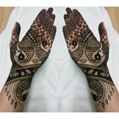 If you're after a design for your palm, look no further. This collection of mehdni imagery will offer you some food for thought for your upcoming celebration. Bringing together a mixture of patterns, it satisfies a variety of tastes. #1: Arabic front hand mehndi designs This front hand mehndi has a black and white pattern …