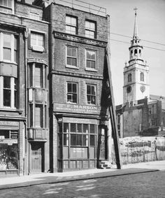 32 Clerkenwell Green in 1958 City Of London, Old London, East End London, Vintage London, London Pictures, London Photos, London History, British History, London Drawing